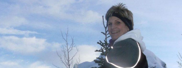 Jill snow skiing at twilight